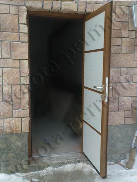 Боковая гаражная дверь Hormann в Перми